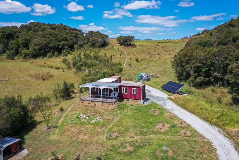 2020-07-15-07-03-26-This-Off-Grid-Shipping-Container-Tiny-Home-in-New-Zealand-Charges-Electric-Car_5.jpg
